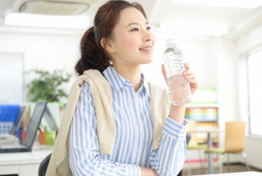 仕事中の水分摂取量は?