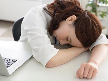 昼休みに仮眠をとる?みんなの仕事中の息抜き法をリサーチ!